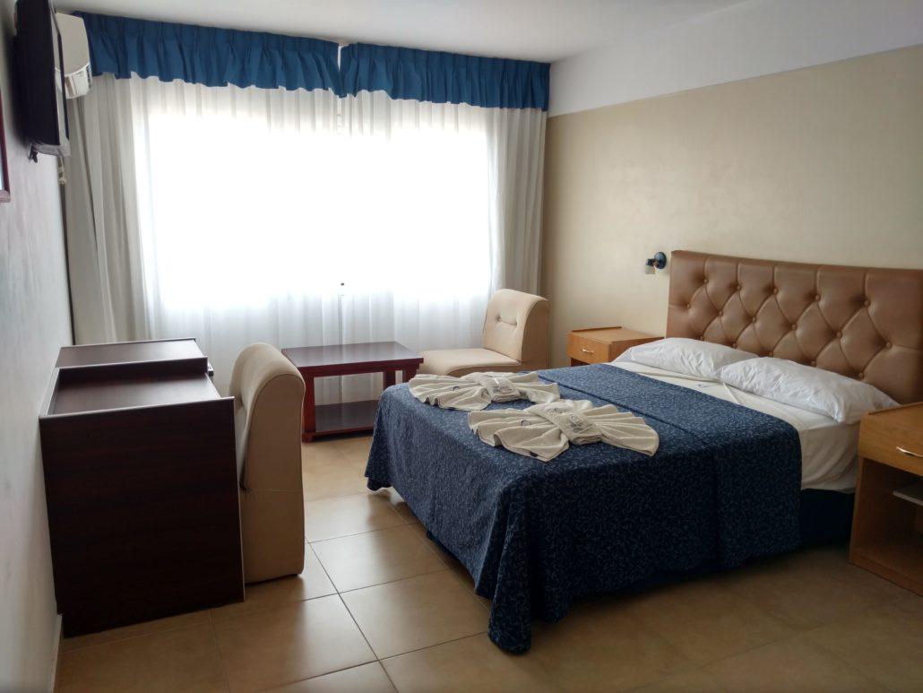 Habitaciones dobles hotel gladiador for Hoteles con habitaciones dobles comunicadas